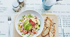 Grčka salata s rezancima od tikvice