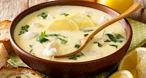 Pileća juha s limunom