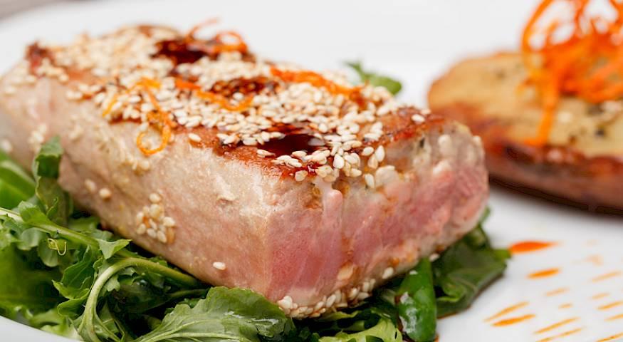 Tuna steak, marinated tuna, Dalmatian tuna specialties, Dalmatian seafood, www.zadarvillas.com