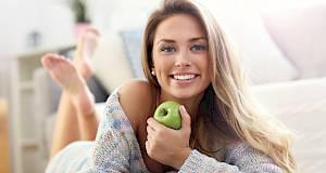 Saznajte koje namirnice ostavljaju mrlje na zubima i kako ih ukloniti!