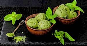 Zeleni sladoled s matcha prahom